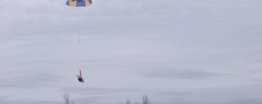 La nouvelle réglementation FAA / ASTM F3322 permet aux drones équipés de parachutes de survoler des personnes.